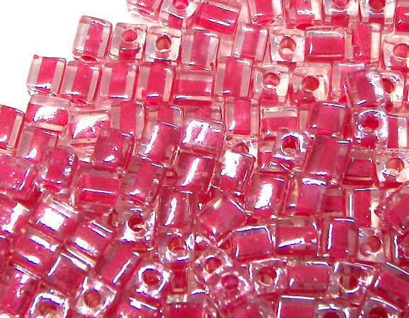 4mm Cubos MIYUKI - 5 gr. pack - Lined Hot Pink