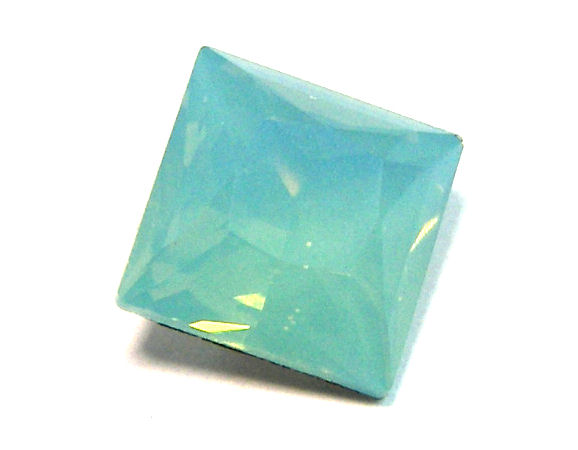 4447 Swarovski Elements 8mm - Square - Pacific Opal
