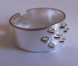 Ring with 7 loops silver tone
